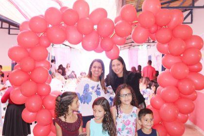 Aleandra Sousa participa de homenagens ao Dia das Mães em Águas Lindas