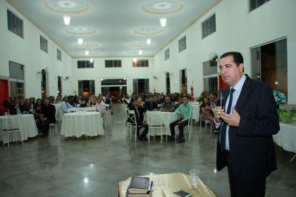Notícias de Águas Lindas - Hildo do Candango e Aleandra Sousa prestigiam culto no Dia do Pastor