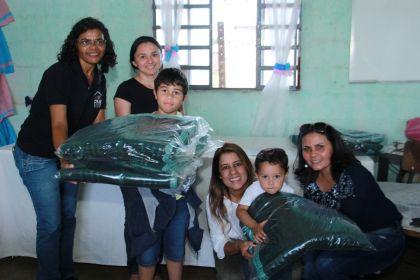 Gestão Hildo do Candango realiza a entrega de cobertores no CRAS Santa Lúcia em Águas Lindas de Goiás