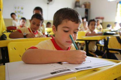 Hildo do Candango promove melhorias na educação de Águas Lindas