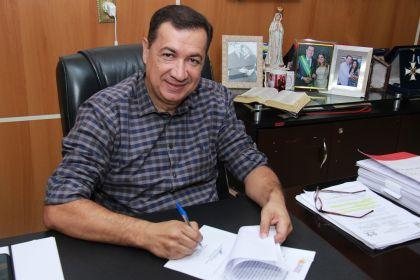 Notícia de Águas Lindas – Prefeito Hildo assina ordem de serviço para obras na cidade