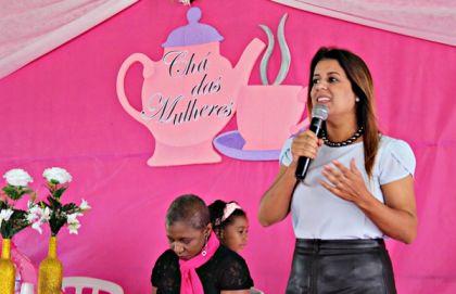 Notícias de Águas Lindas - Aleandra Sousa realiza palestra no evento Chá das Mulheres
