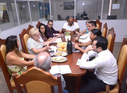 Notícia de Águas Lindas - Secretaria Municipal de Saúde discute fluxo de encaminhamento de gestantes de alto risco