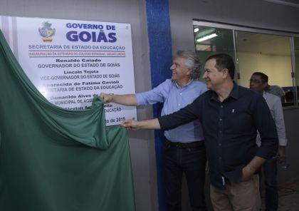 Hildo do Candango e Governador Caiado realizam entrega da quadra poliesportiva e da extensão do Colégio Estadual de Águas Lindas