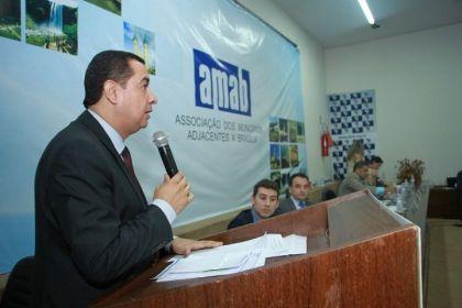 Notícias do Entorno - Presidente da AMAB, Hildo do Candango apresenta projeto para integrar o transporte público de Formosa com o DF