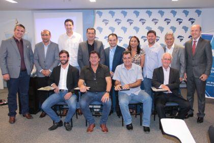 Notícia do Entorno – Presidente da AMAB, Hildo do Candango une forças com os prefeitos para promover melhorias no Entorno de Brasília